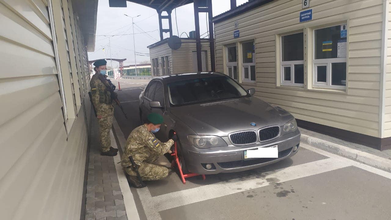 Житель Украины пытался на украденном в Чехии автомобиле попасть в Крым