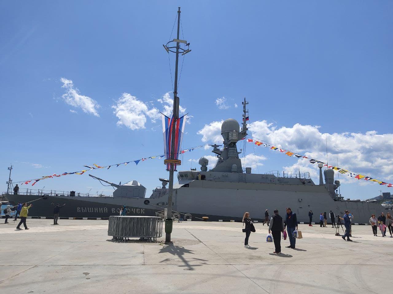 В Ялте проводят экскурсию для крымчан на боевом корабле «Вышний Волочёк»