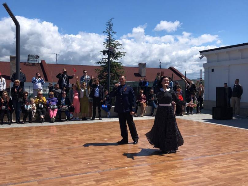 На Матросском бульваре в Севастополе провели танцевальную акцию «Рио-Рита» в честь Дня Победы