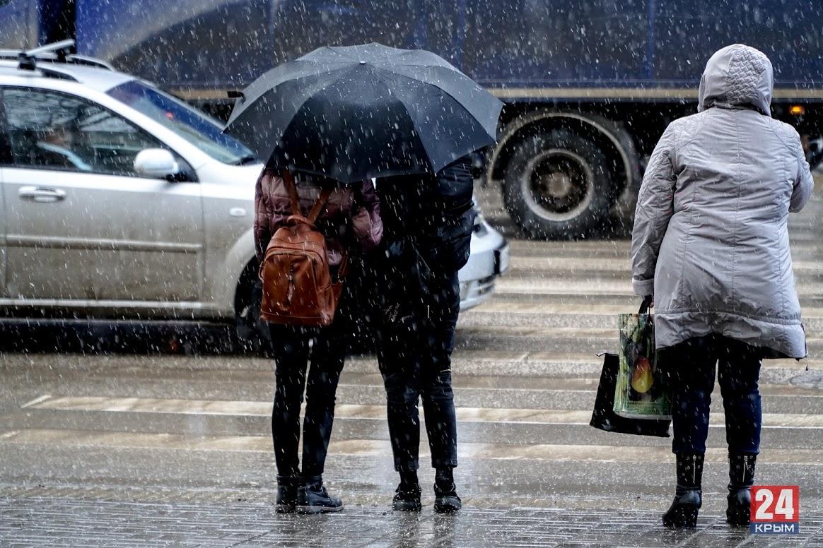 В Симферополе ожидаются сильные ливни, грозы, град и шквал в ближайшие часы