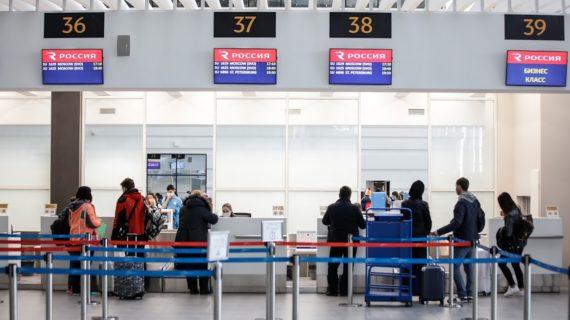 В аэропорту Симферополя самолёт выкатился за пределы взлетно-посадочной полосы