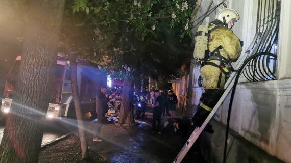 В Симферополе из горящей квартиры спасли пожилую женщину