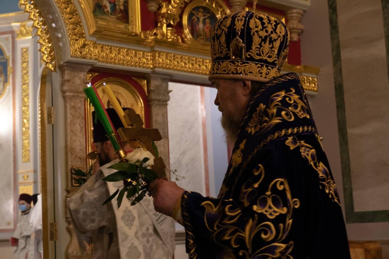 Благодатный огонь из иерусалимского храма Гроба Господня доставлен в Крым