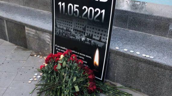 В Севастополе возложили цветы в память о погибших при стрельбе в школе Казани