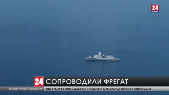Минобороны России опубликовало видео сопровождения нидерландского военного фрегата Evertsen, который накануне двигался в сторону Керченского пролива