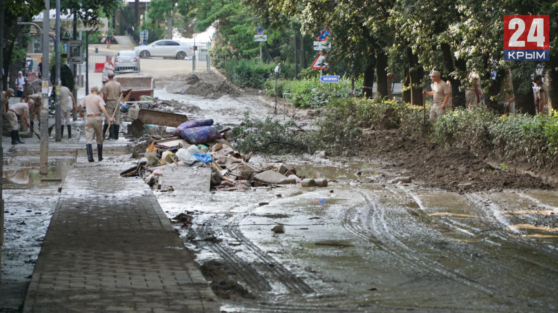 В Ялту прибыли ещё 200 спасателей МЧС для устранения последствий потопа