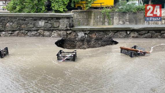 В Ялте потоп причинил транспортной сфере ущерба на 3,7 миллиарда рублей