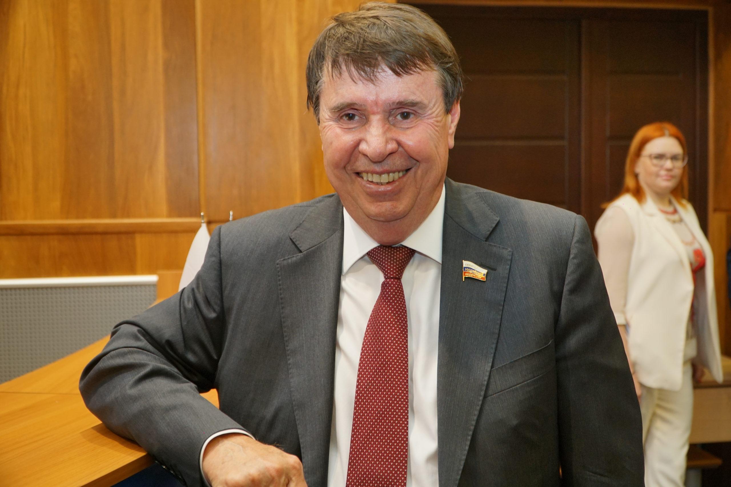 Сенатор от Крыма об иностранных заимствованиях: «Зачем использовать язык страны, которая нас ненавидит?»