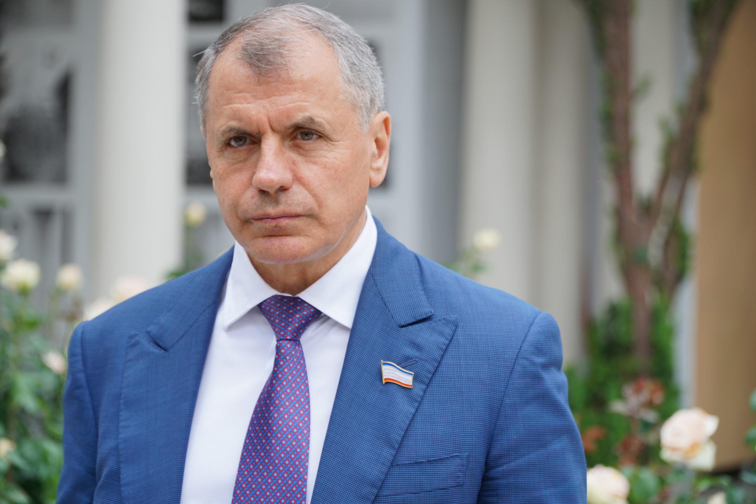 Председатель Госсовета Крыма раскритиковал русских артистов с иностранными псевдонимами