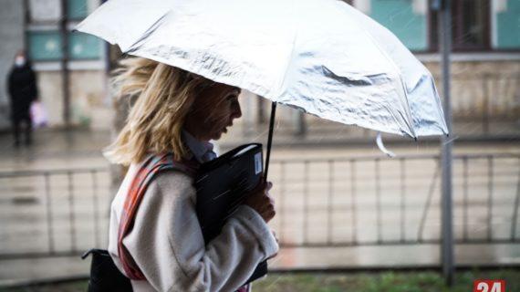 В ближайшие часы в Крыму ожидаются сильные дожди, град и шквал