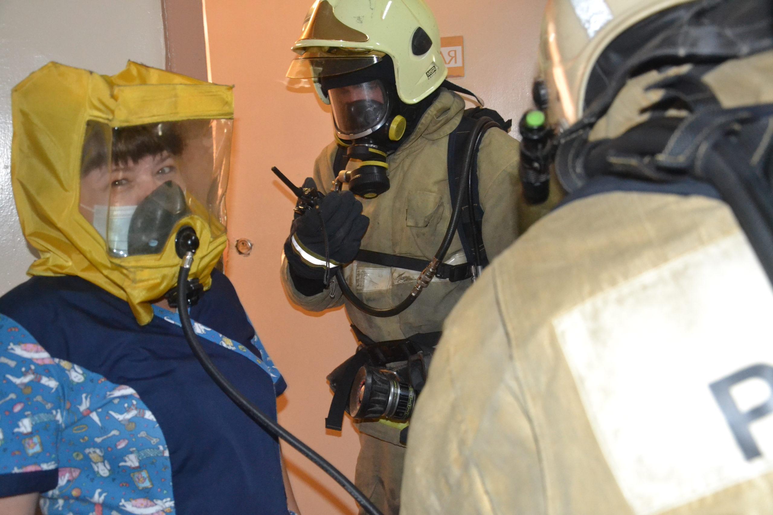 В симферопольском Онкодиспансере прошли пожарно-тактические занятия