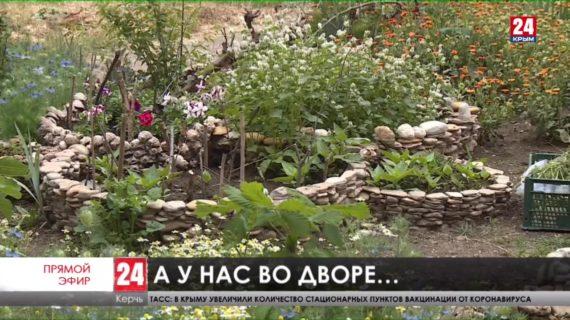 Жители Керчи украшают дворы своих домов