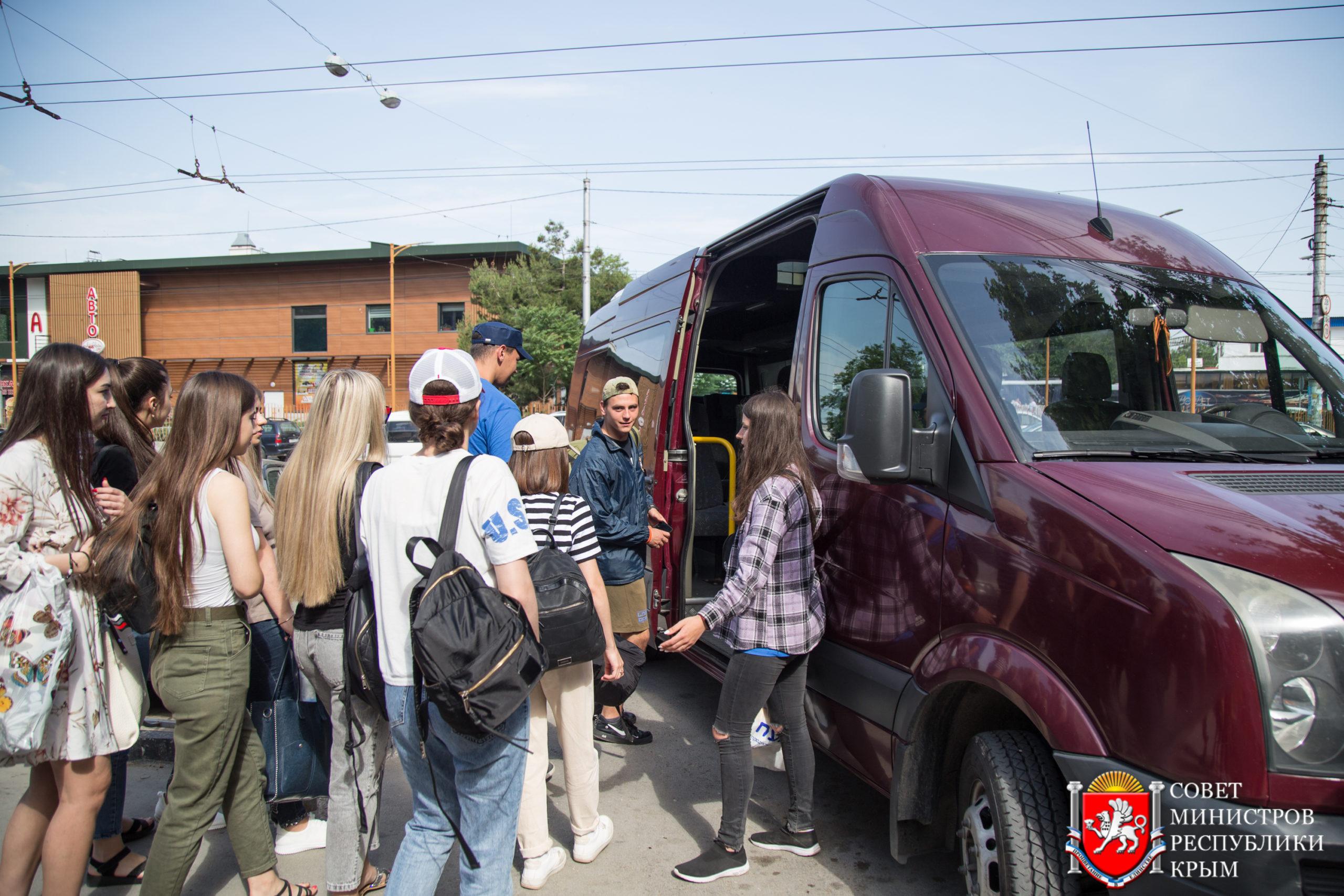 Порядка тысячи активистов «Единой России» вышли на субботник в Ялте