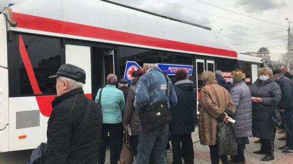 На двух вокзалах Симферополя открыли пункты вакцинации против COVID-19