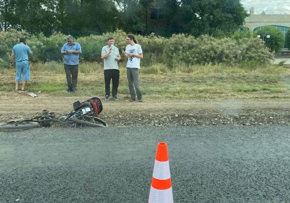 В Саках легковушка сбила велосипедиста. Фото