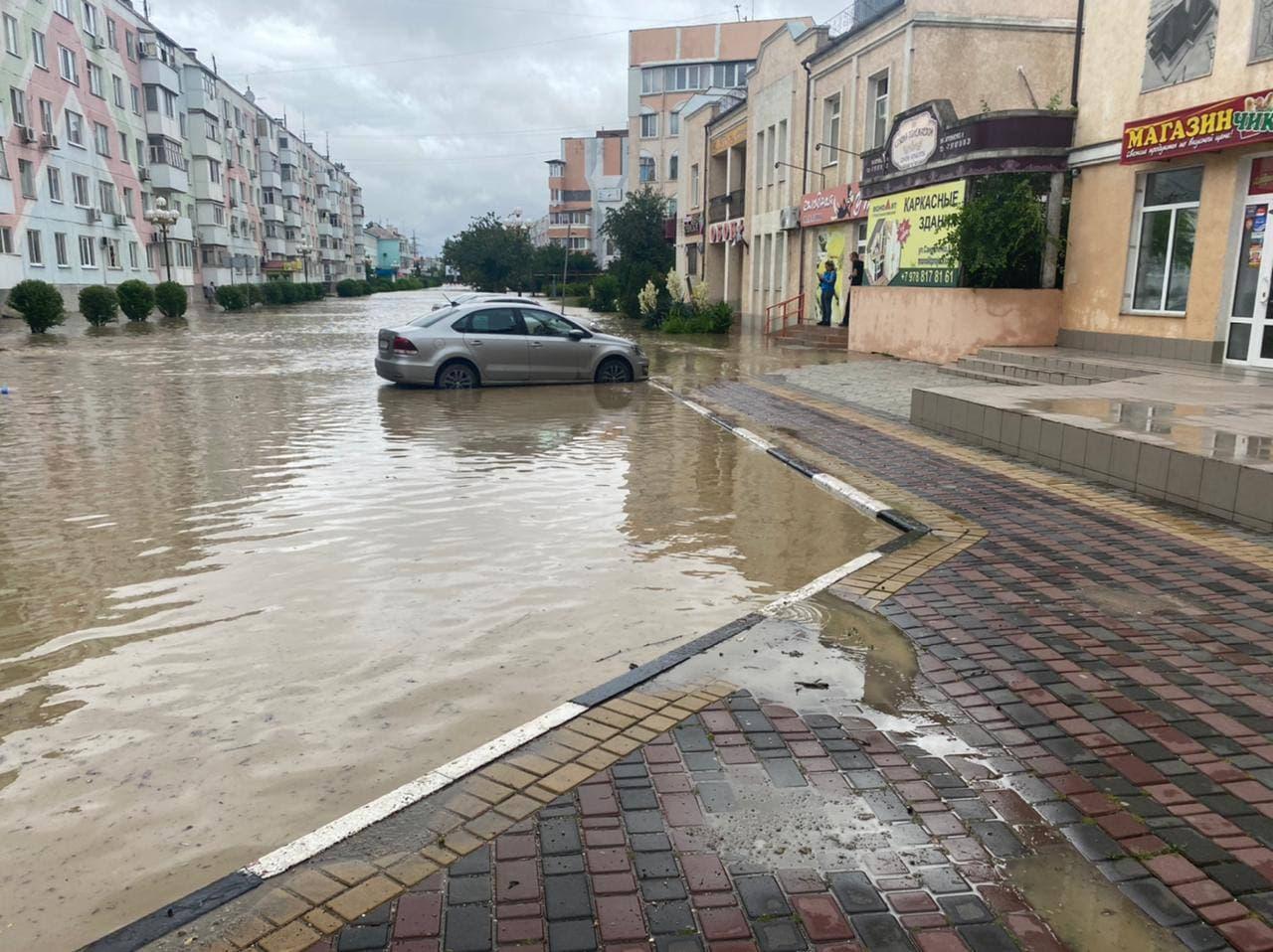 В Керчи остаются подтопленными 162 придомовых территории