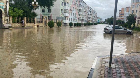 В Керчи река Мелек-Чесме затопила 12 домов и городскую больницу