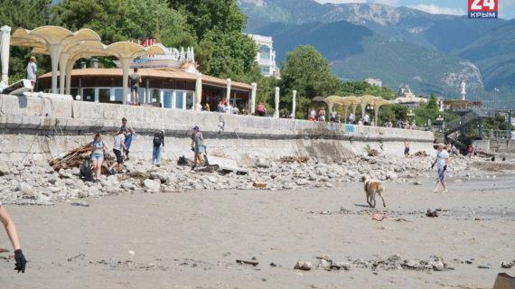 В Ялте 4 пляжа восстанавливают после наводнения