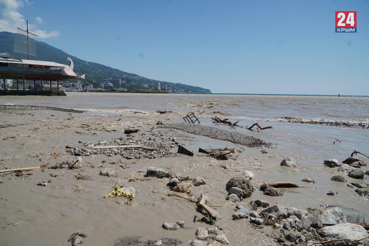 Власти Ялты открыли все пляжи для купания