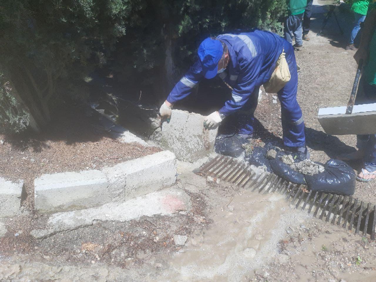 Один из застройщиков отправил свою технику для ликвидации последствий наводнения в Ялте