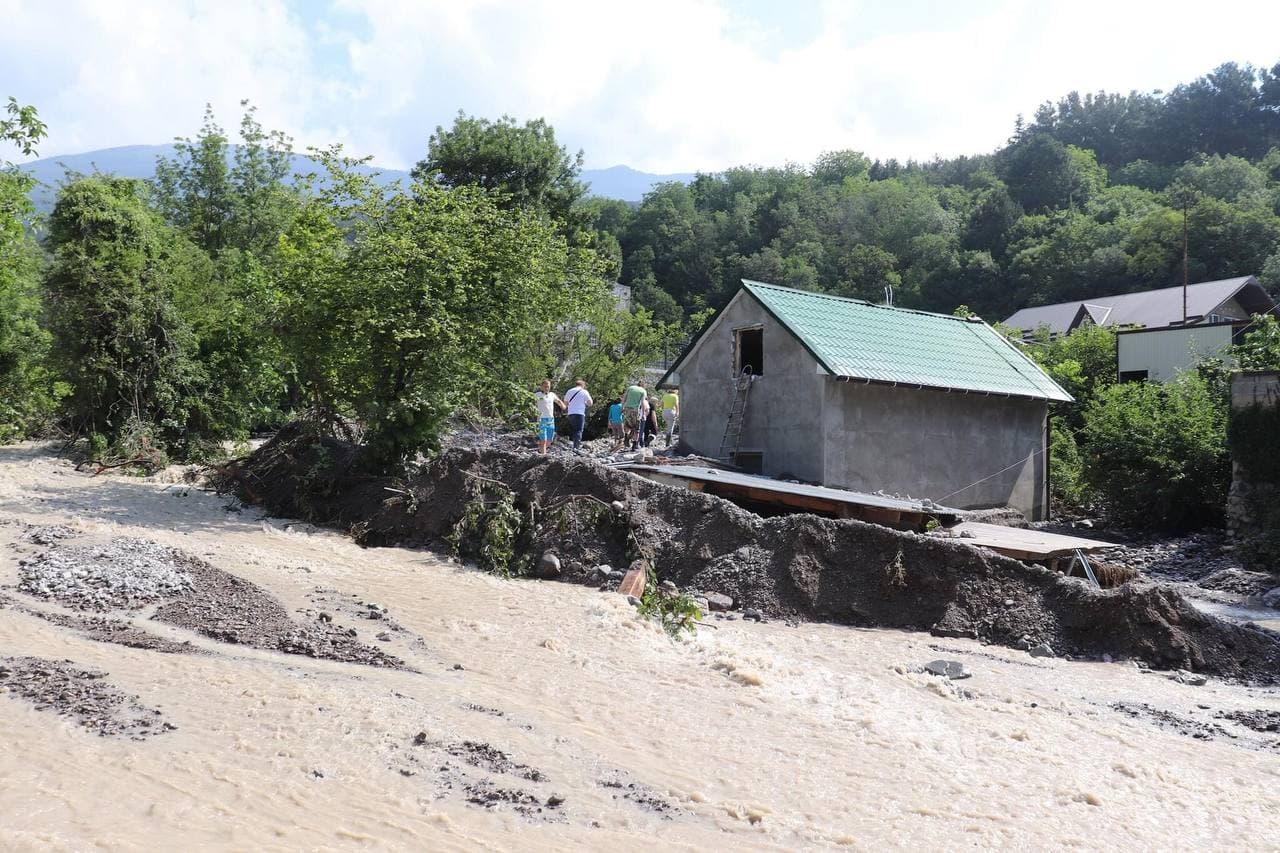 В Крыму остались затоплены ещё три населённых пункта