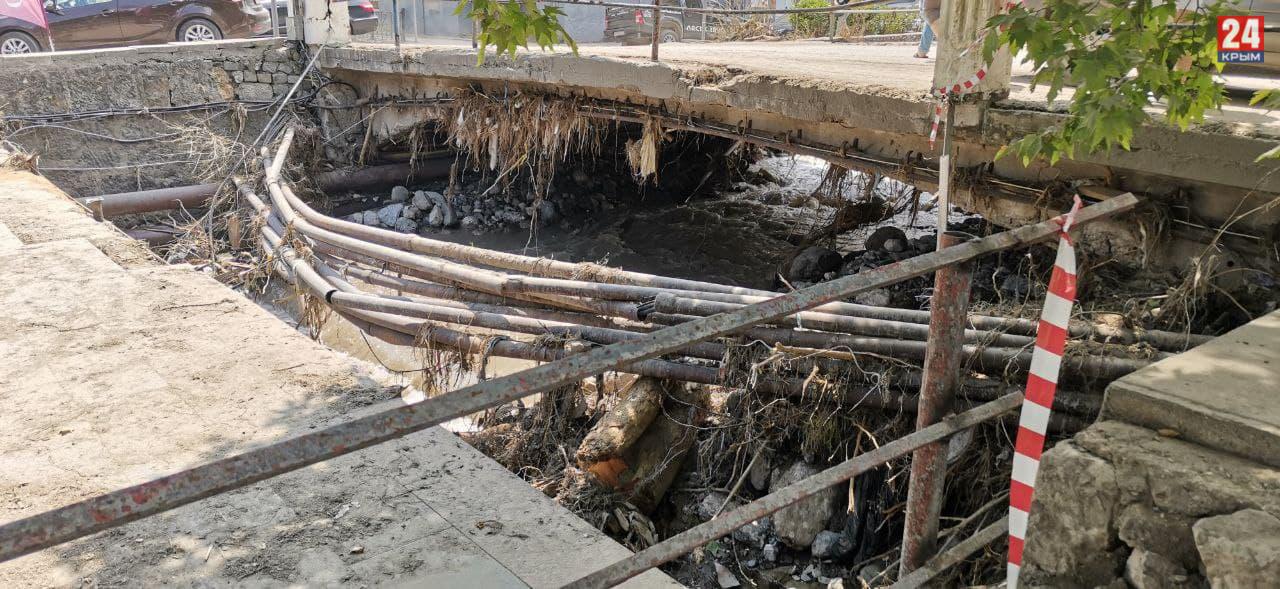 72 миллиона рублей выделили на очистку русел рек в Керчи и Ялте