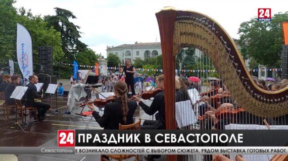 Севастопольцы отмечают день города-героя
