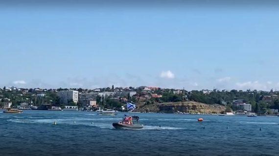 Манёвры, спасение утопающего: В Севастополе проходит шоу на воде