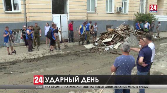 Очистить жемчужину всем Крымом. Как в Ялте прошел большой субботник?