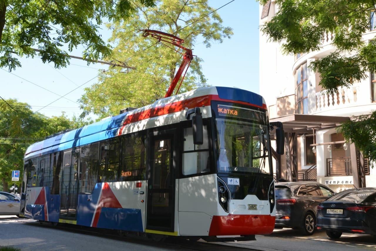 В Евпатории презентовали трамваи с антивандальными сиденьями