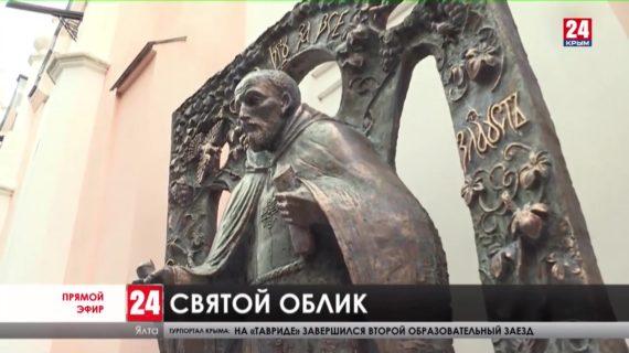 Православный образ. У старейшей Ялтинской церкви поставили и освятили памятник Иоанну Златоусту