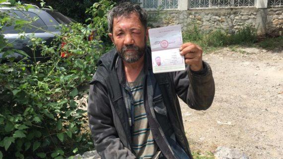Ялтинский бездомный получил паспорт с помощью администрации города