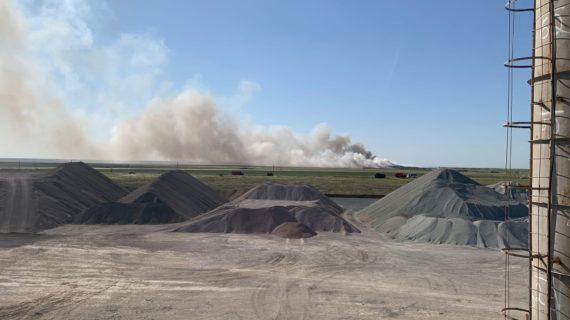Больше двадцати единиц техники сейчас ликвидируют последствия пожара на евпаторийском полигоне