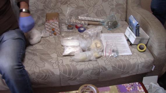 Крымские полицейские изъяли у симферопольца 2 килограмма синтетических наркотиков