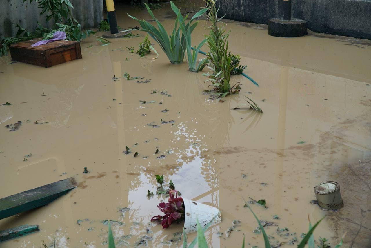 В Саках после ливня подтопило четыре дома. Двое пенсионеров эвакуированы