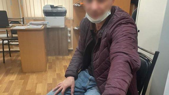 Мужчина снял часть дома у пенсионерки, а потом избил и обесчестил её внучку-инвалида