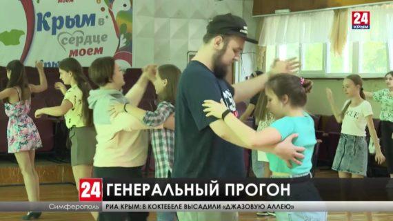 «Бал у Айвазовского» в пятый раз собирает восьмиклассников со всего Крыма