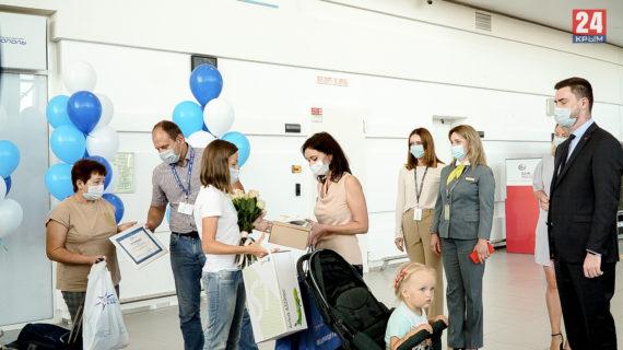 Пятимиллионным пассажиром в аэропорту Симферополя стала жительница Томской области