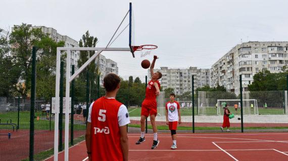 В Симферопольской школе-лицее №3 открыли стадион