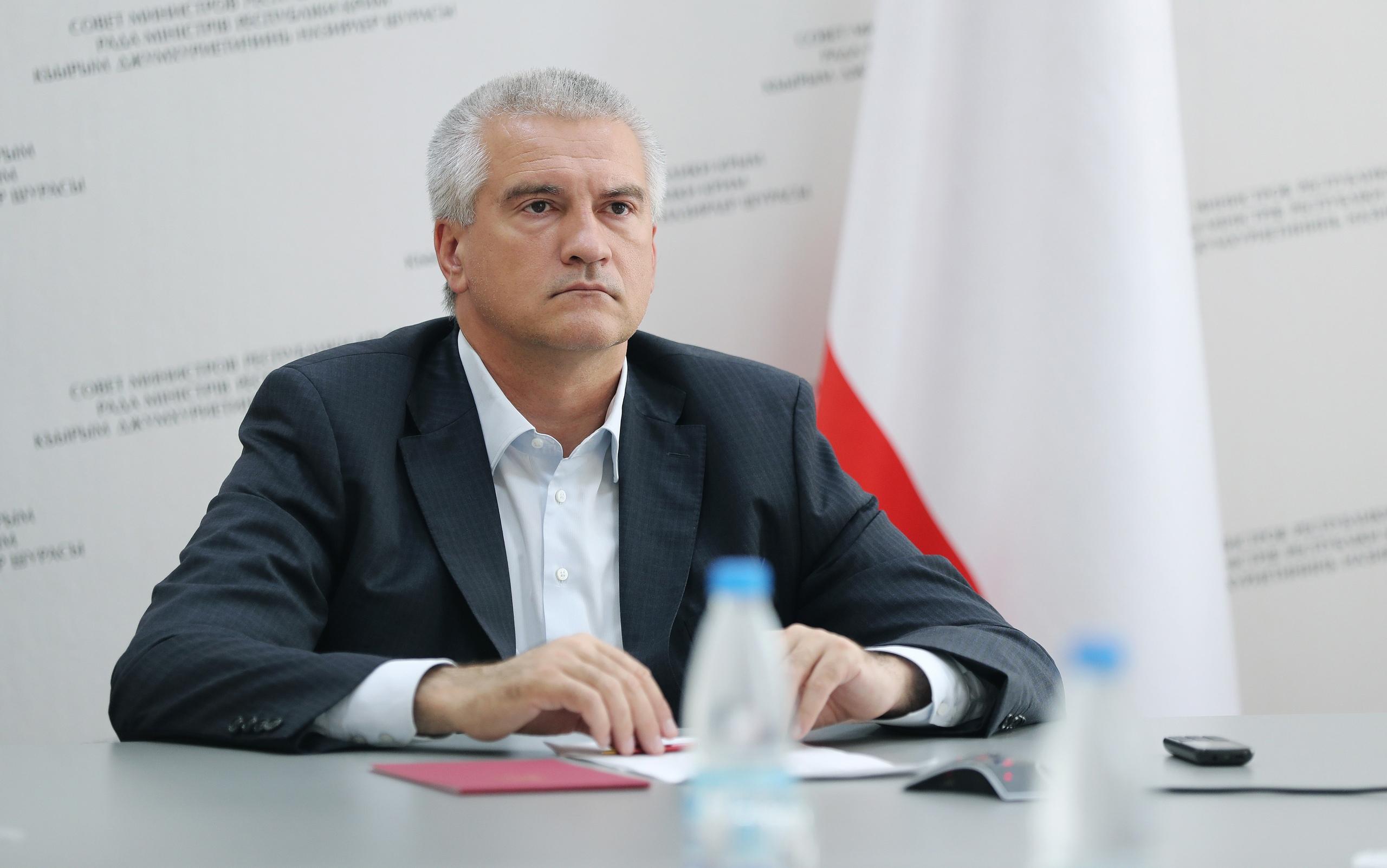 Аксёнов рассказал, что лично помогает жителям Крыма, которые обращаются к нему напрямую