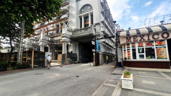В Симферополе наконец реставрируют здание архитектора Краснова, которое должны были восстановить украинские банкиры, но они сбежали