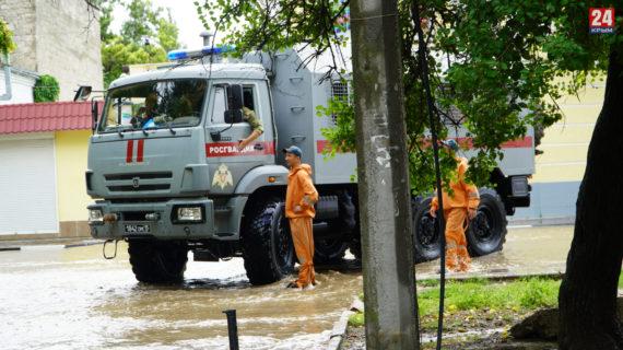 В Керчь доставили дополнительную технику для откачки воды из домов и подвалов