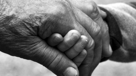 «Слышит его голос»: Сибирячка пыталась в Симферополе найти своего умершего сына