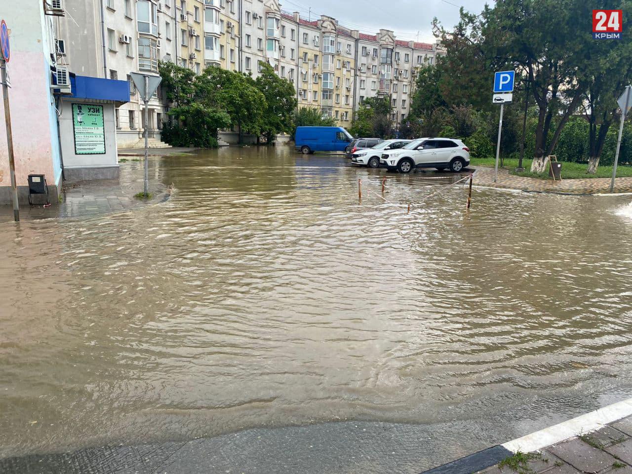 В Керчи и Ленинском районе подтопленными остаются 8 улиц