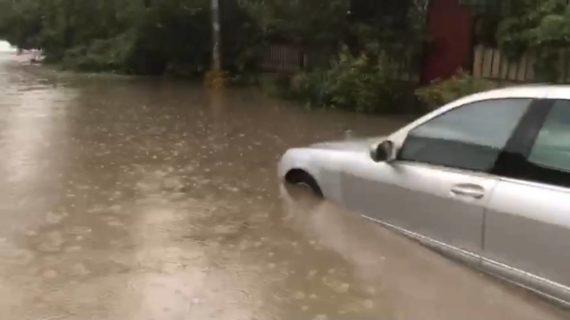 В Симферополе затопило улицу Гридасова. ВИДЕО