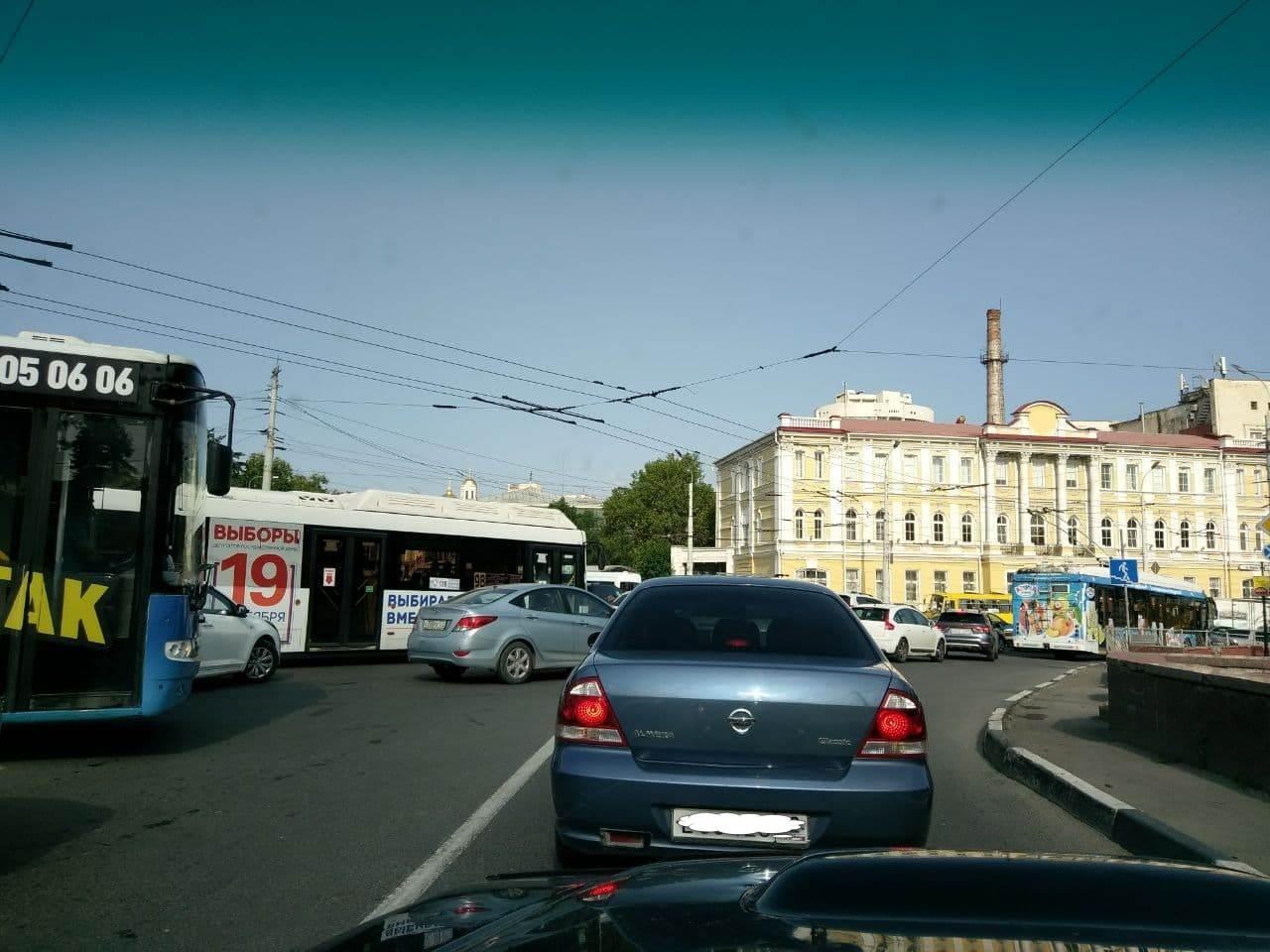 Центр Симферополя «парализовало» из-за автомобильных пробок