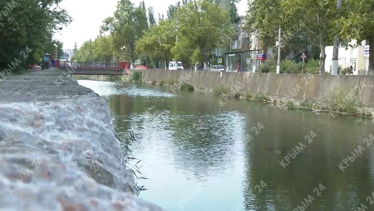 В Керчи пьяный мужчина упал в реку и захлебнулся. ВИДЕО 18+