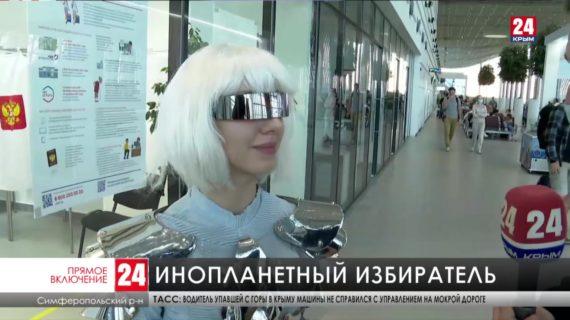 В симферопольском аэропорту все три дня голосования работает избирательный участок