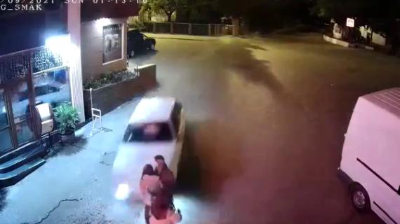 Ночью в Партените водитель легковушки сбил трёх девушек и врезался в павильон