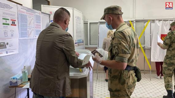 Росгвардейцы Симферополя проголосовали на одном из избирательных участков. ФОТО, ВИДЕО